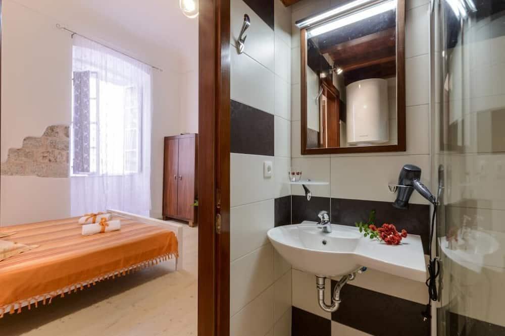 Στούντιο (Studio apartment) - Μπάνιο
