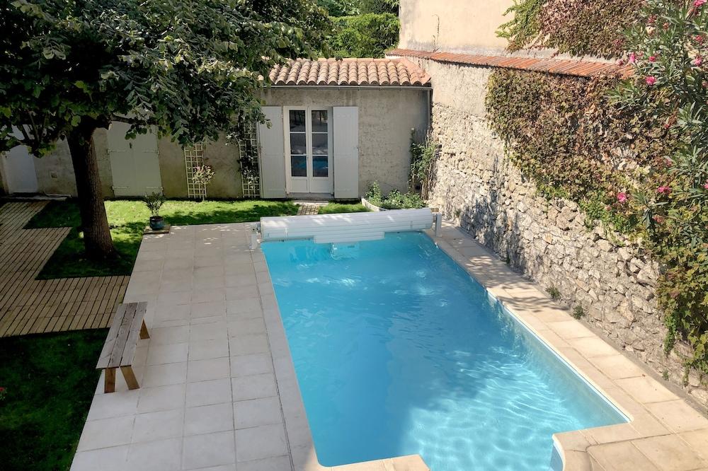 Paradis Avignonnais City Center SwimPool