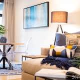 Central Designer Apartment | Pool Access | Parking