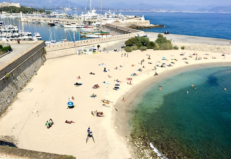 Artistic Antibes Apartment, Antibes, Pláž