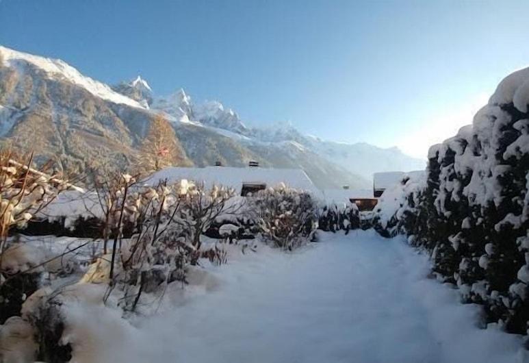 House Bérenice - Chamonix les Praz, Chamonix-Mont-Blanc, Family Chalet, Ensuite, Mountain View, Garden