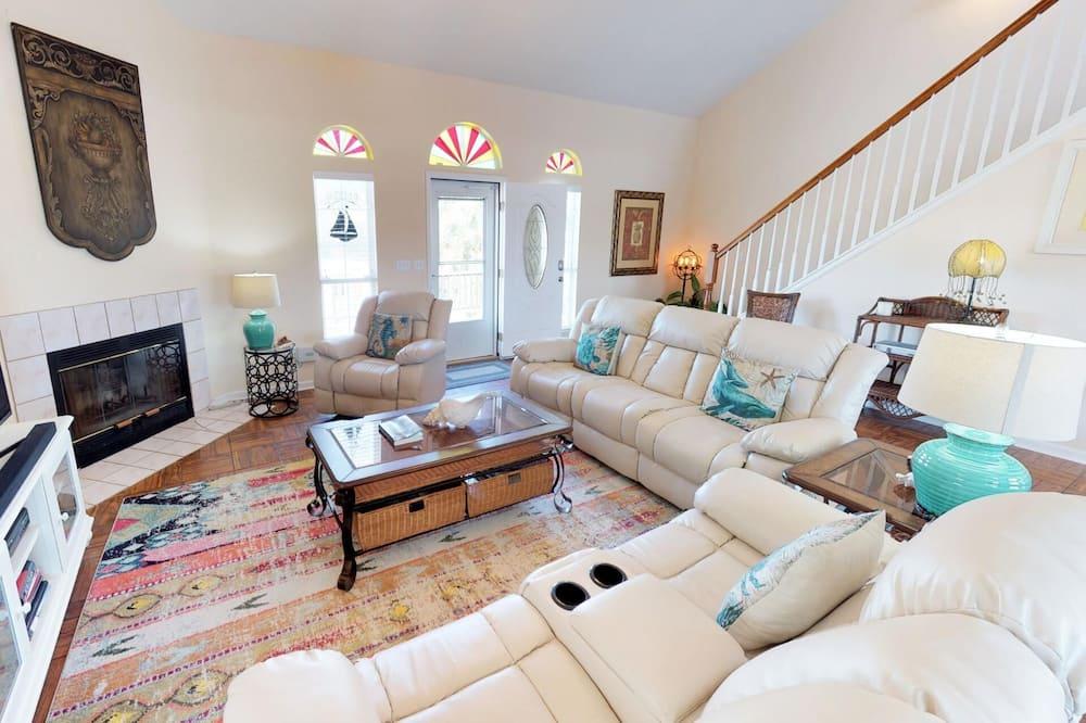 Barefoot Gypsy - Living Room