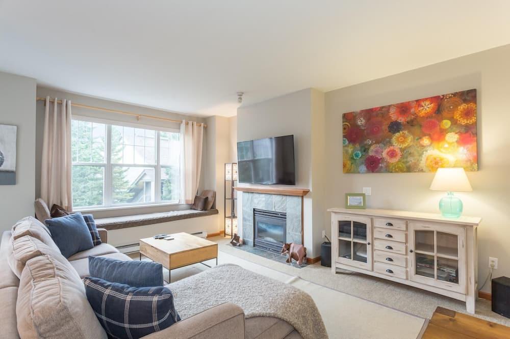 Condo, Multiple Beds (Bright & Spacious 2 Bedroom (sleeps 6) - Living Room