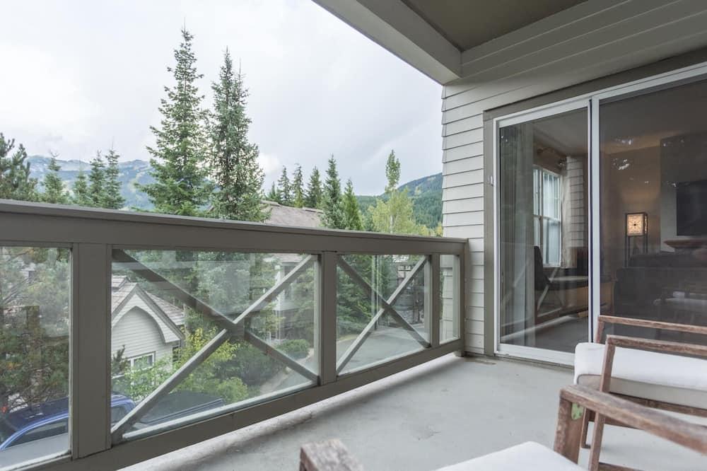 Condo, Multiple Beds (Bright & Spacious 2 Bedroom (sleeps 6) - Balcony