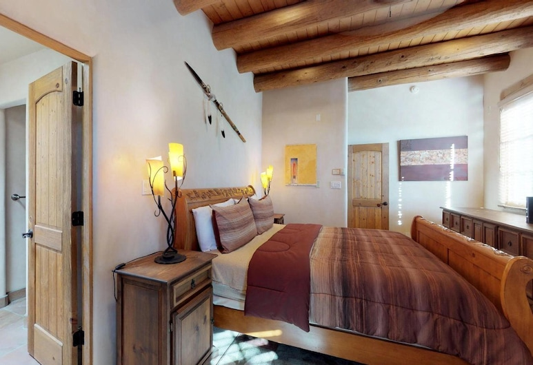 3bd Art Haven - Stylish Southwestern Comfort, Walk to The Plaza - NEW Listing, Santa Fe, House, Room