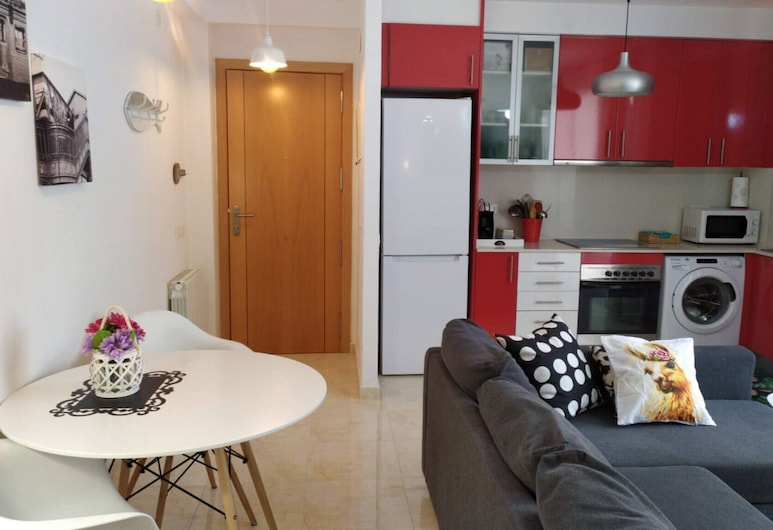New and Beautiful Apartment in a Quiet Area Very Close to the Beach, Roda de Barà