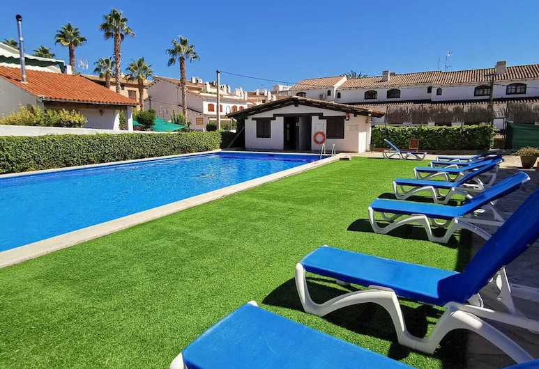 New and Beautiful Apartment in a Quiet Area Very Close to the Beach, Roda de Bara, Pool