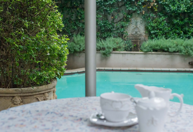 Lovely Guesthouse in Pretoria Welcoming you on a Spacious Room With Breakfast, بريتوريا, حمام سباحة