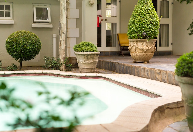 Lovely Guesthouse in Pretoria Welcoming you on a Spacious Room With Breakfast, Pretoria, Pool