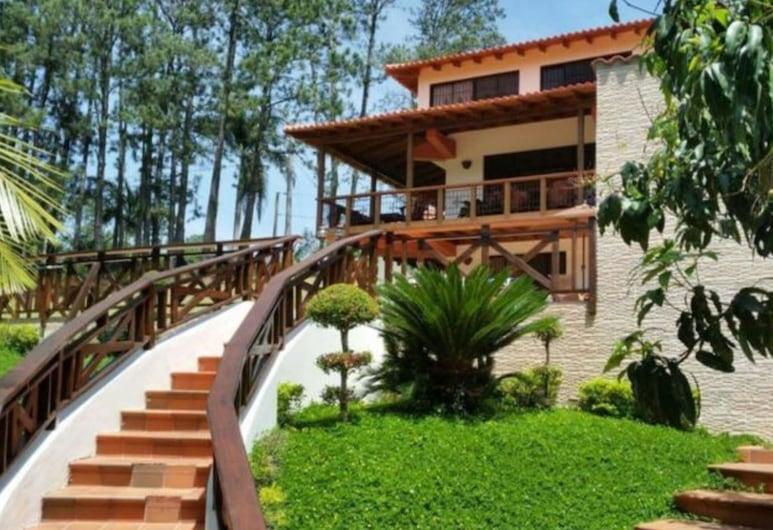 La Villa Del Encanto, Jarabacoa, Majoitusliikkeen sisäänkäynti