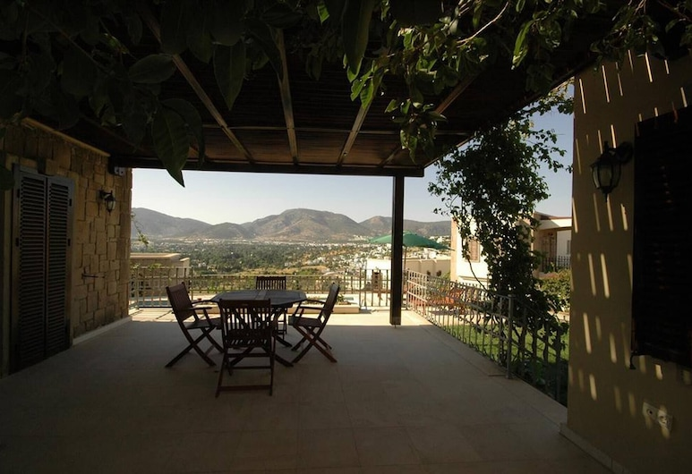 Close To Beachside Titan Villa With Private Pool, Bodrum, Balkon