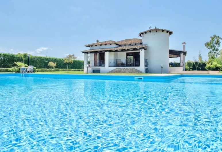 Alghero, Villa Claire de Lune With Swimming Pool Ideal for 8 Adults and 2 Child, Alghero