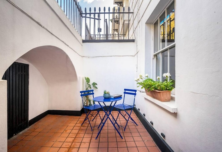 Chic & Modern 2-bed Flat w/ Patio in Pimlico, Central London, London, Balcony