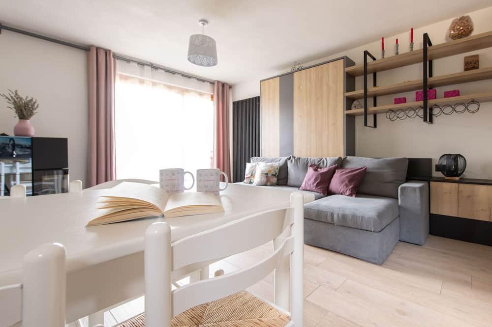 Apartmán, více lůžek, balkon, výhled na hory - Obývací prostor