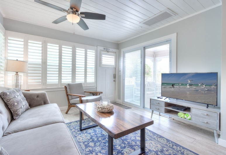 Island Vibes Iii - Weekly Vacation Rental 3 Bedroom Cottage, Clearwater Beach, Cottage, 3 Bedrooms, Living Room