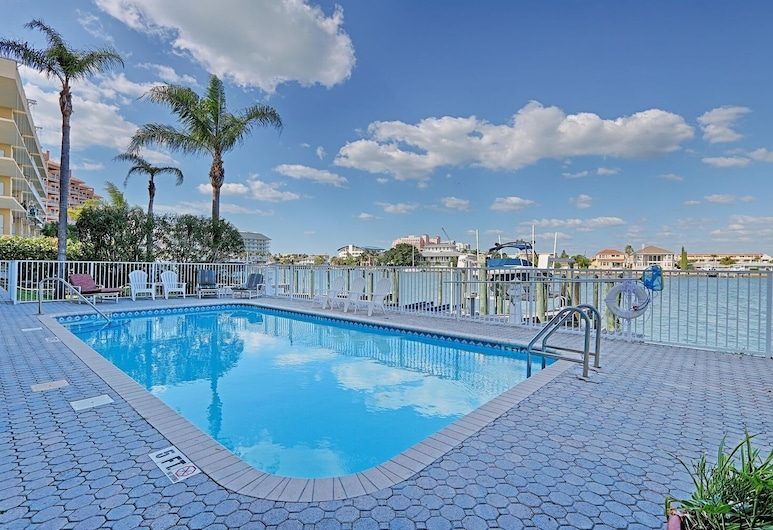 Bayway Luxury Townhome 4 Bedroom Townhouse, Clearwater Beach