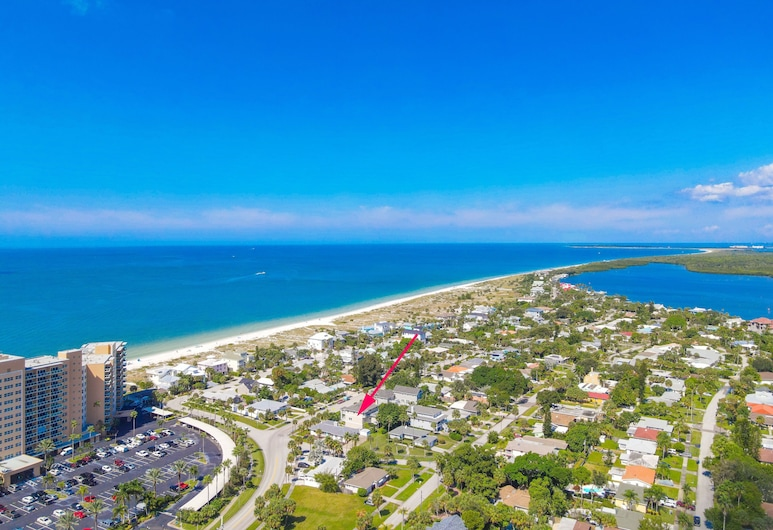 Sunny Escape - A Monthly Beach Rental 3 Bedroom Home, Clearwater Beach
