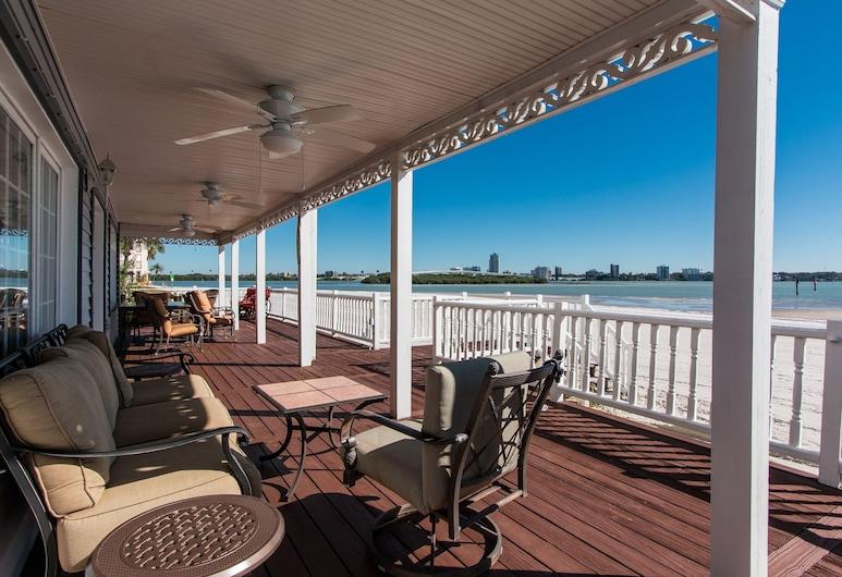 Coastal Treasure - Monthly Beachfront House 3 Bedroom Home, 清水海灘, 單棟房屋, 3 間臥室, 露台