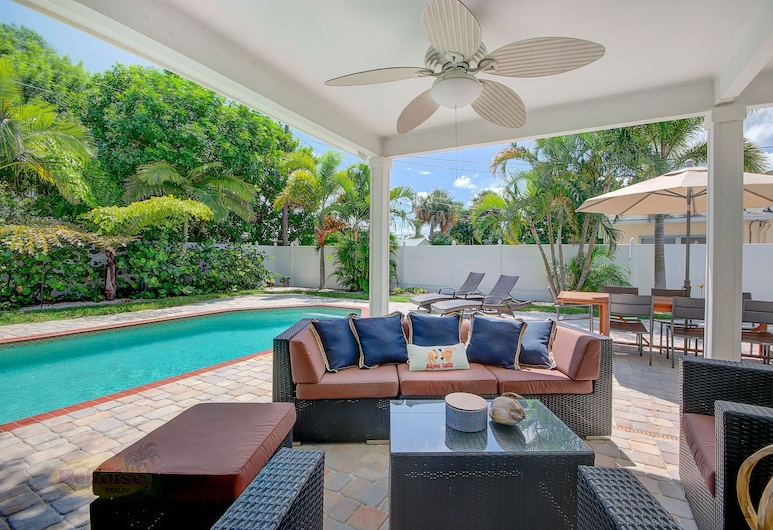 A Vacationer's Dream - Monthly Pool 3 Bedroom Home, Clearwater Beach