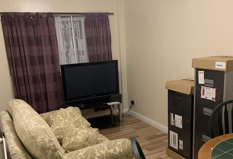 Lovely 4-bed House in Romford Tiffanys, Romford, Domek, více lůžek, Obývací pokoj