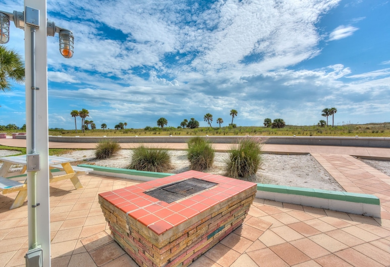 Tropic Terrace #44 - Beachfront Rental 2 Bedroom Condo, تريجر أيلاند, شقة - غرفتا نوم, شُرفة