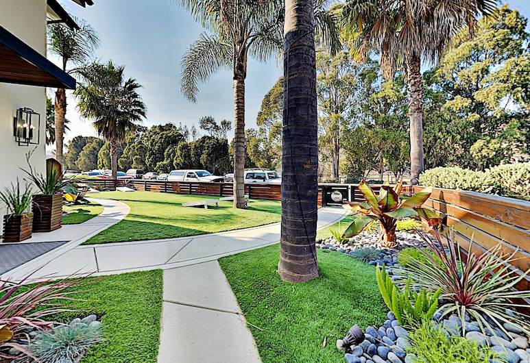 2925l4p2 4 Bedroom Home, Avila Beach, House, 4 Bedrooms, Property Grounds
