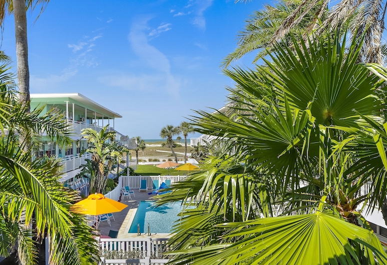 Tropic Terrace #16 - Beachfront Rental Studio Bedroom Home, Treasure Island, Studio, Pool