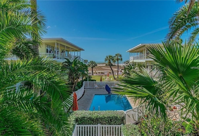 Tropic Terrace #10 - Beachfront Rental Studio Bedroom Condo, Treasure Island, Studio apartman, Bazen