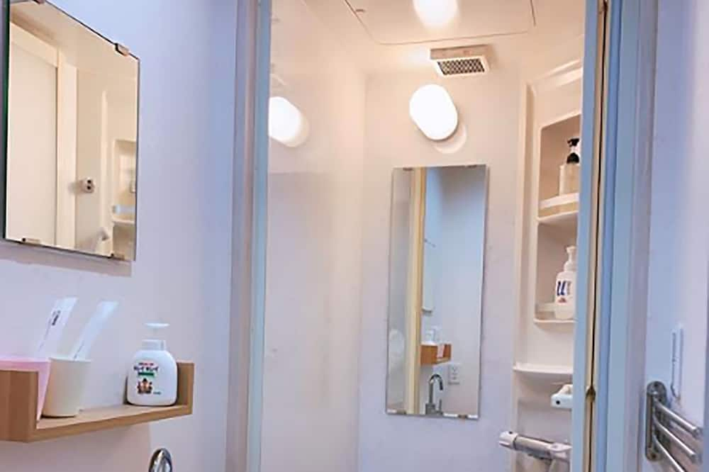 Apartment 402, Non smoking - Bathroom