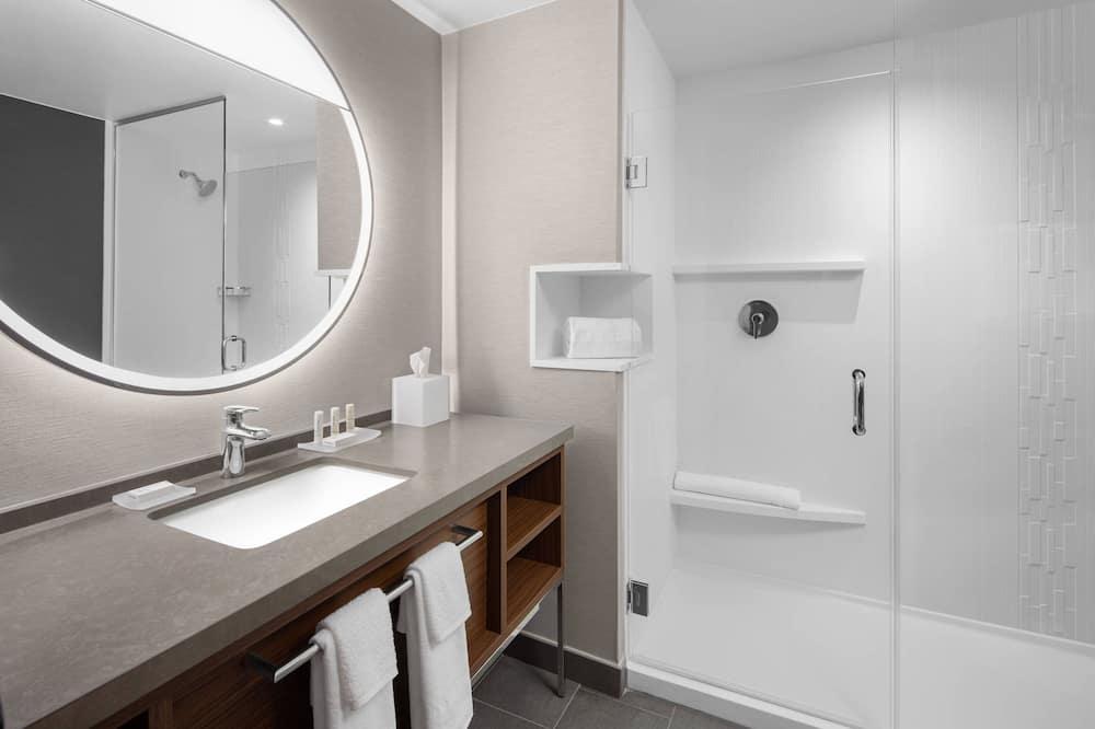 Номер, 2 двуспальные кровати «Квин-сайз» - Ванная комната