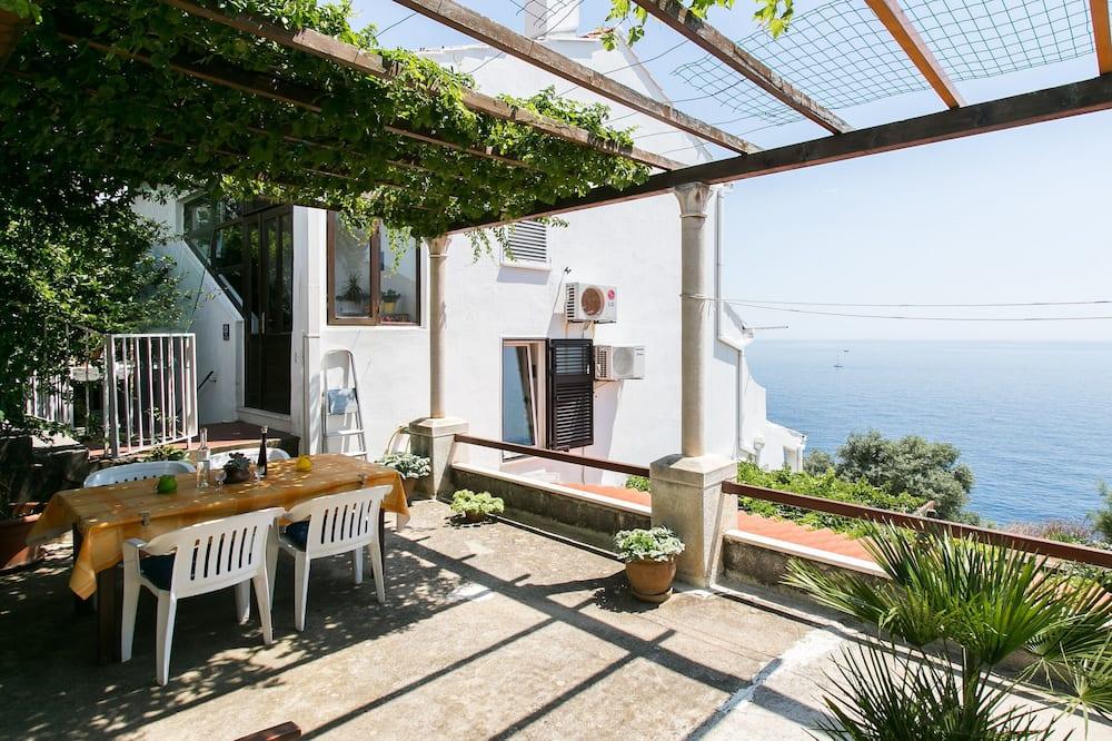 Apartamentai (Two Bedroom Apartment) - Balkonas
