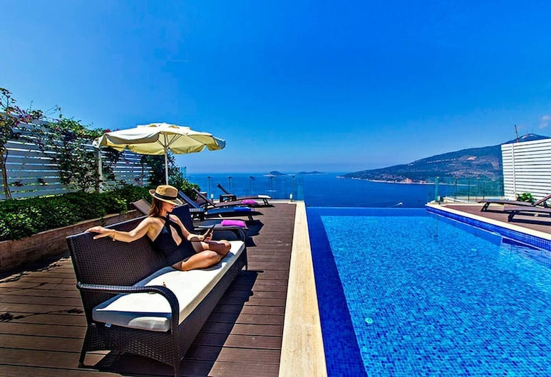 An Amazing Villa With Infinity Pool View, Kas