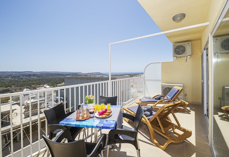 Summer Breeze with Panoramic terrace, Mellieha, Leilighet – superior, Terrasse/veranda