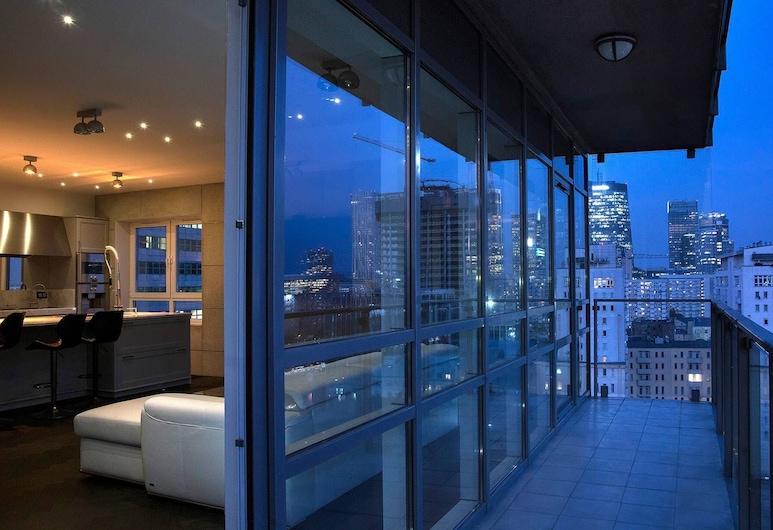 Platinum B Tower Master Corner Apartment 114sqm 14th Floor, Varşova, Balkon