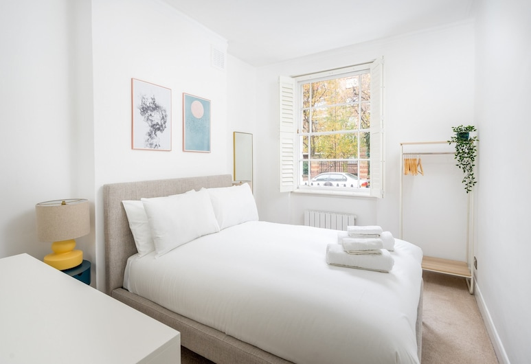 Chic & Modern 2-bed Flat w/ Patio in Pimlico, Central London, Лондон, Интерьер