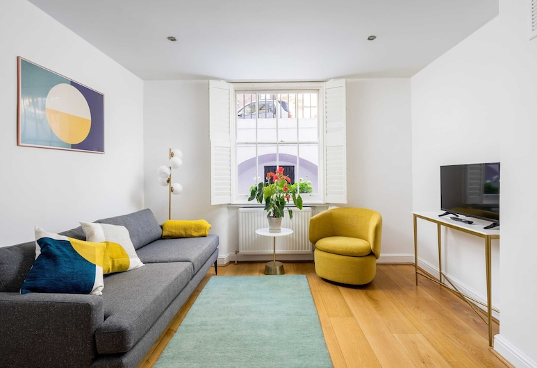 Chic & Modern 2-bed Flat w/ Patio in Pimlico, Central London, London