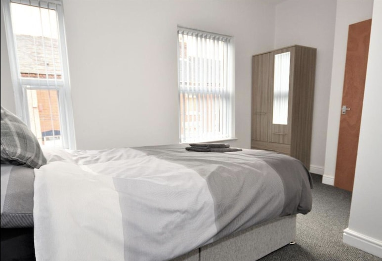 Townhouse @ 50 Birks Street Stoke, Stoke-on-Trent, Double Room, Ensuite, Guest Room