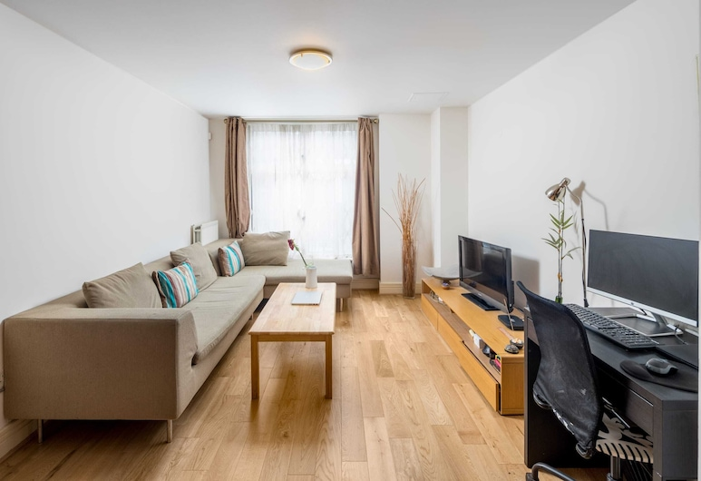 Homely 1-bed Flat in Queensway, West London, Londen