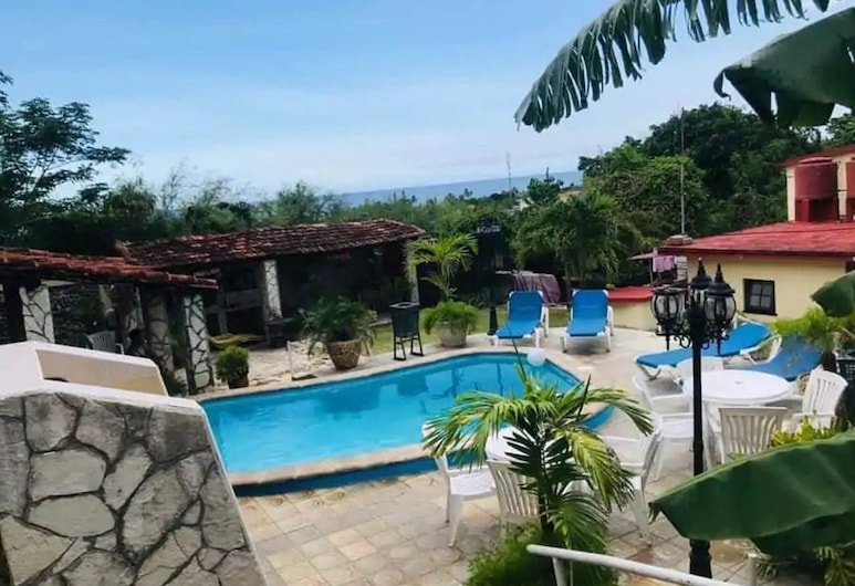 Residencia Los Reyes Guanabo , הוואנה
