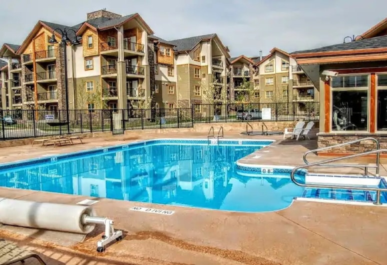 Luxury Condo on Lake Windermere - Pool/hottub/gym, Invermere