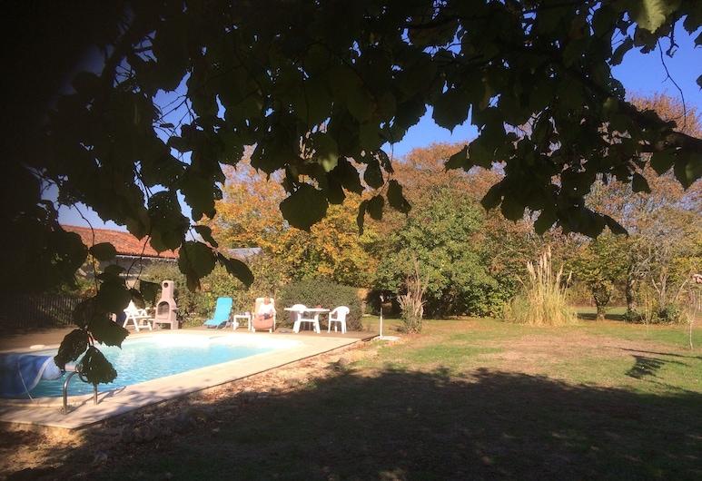 Detached Period Cottage With Private Pool, Chatain, Ferienhaus, Mehrere Betten, Hotelgelände