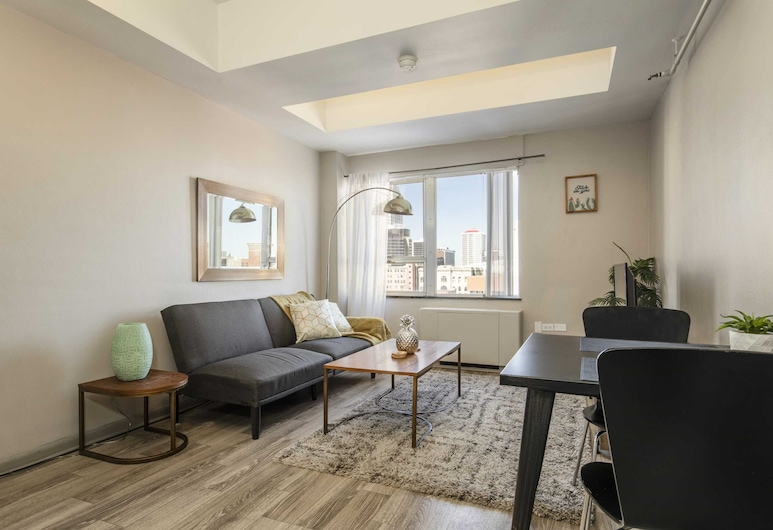 TWO Bright Sunny Apartment on 3rd Street Cozysuites, Louisville