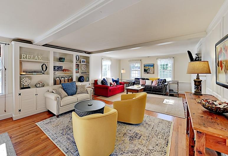 Classic Cape Cod Patio & Outdoor Fireplace 3 Bedroom Home, Орлеанс, Будинок, 3 спальні, Вітальня