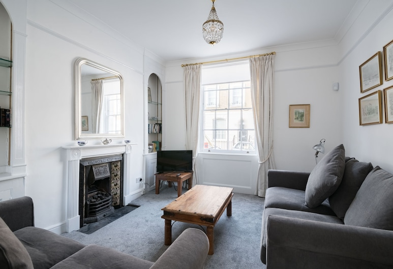 Stylish Sloane Square Home Close to Victoria, London, Design House (2 Bedrooms), Living Room