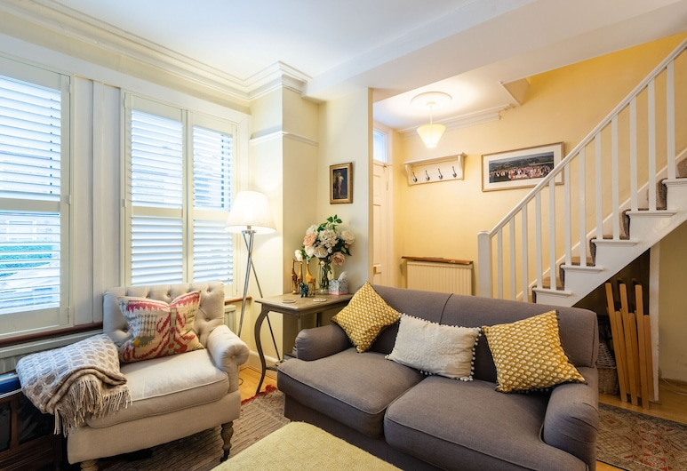 Charming Victorian Family Home in Wimbledon, London, Family House, 2 Bedrooms, Garden View (2 Bedrooms), Living Room