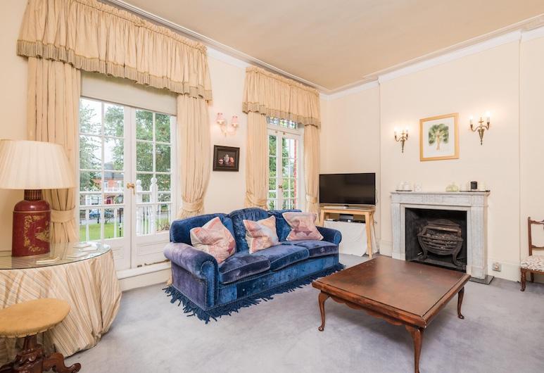 Royal Richmond Family Home by Kew Gardens, Richmond