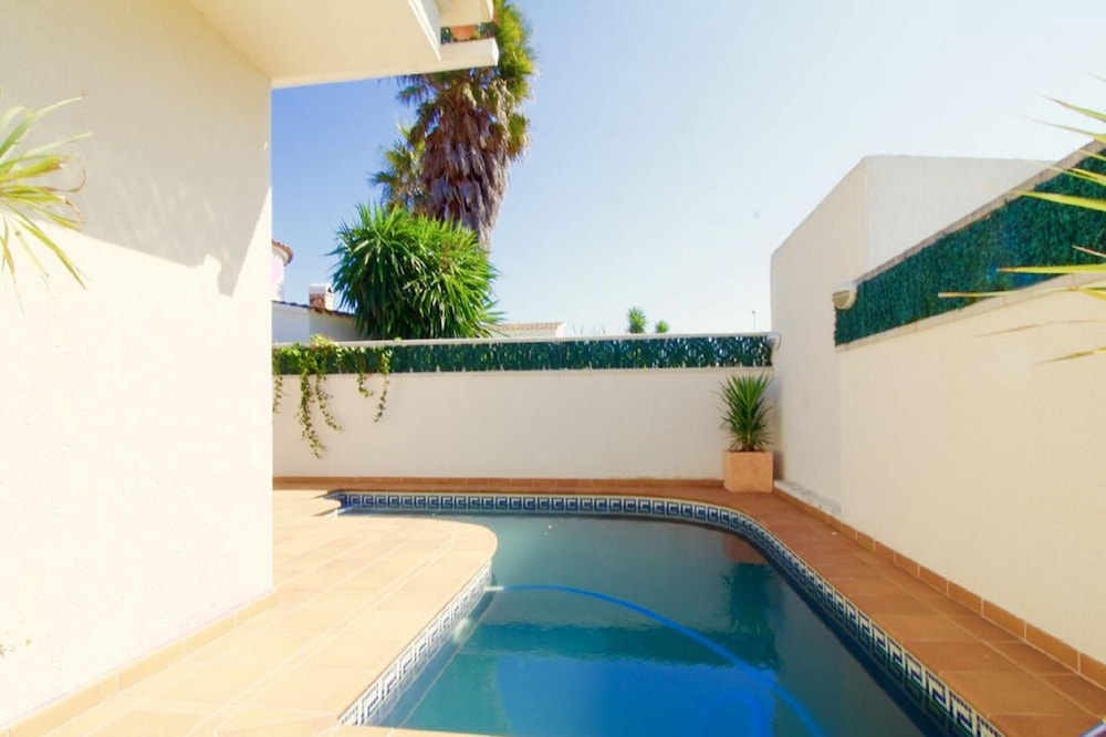 Villa With 3 Bedrooms in Empuriabrava, With Private Pool and Enclosed Garden
