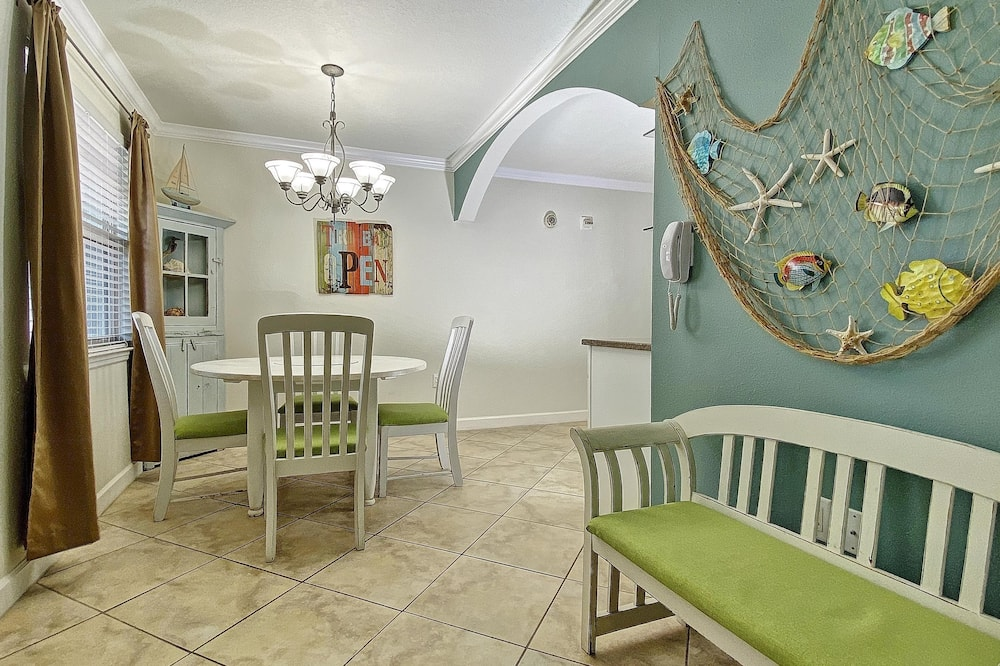 Barefoot Beach Resort by Teeming Vacation Rentals