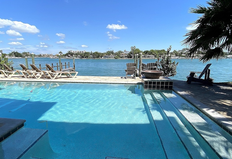 Treasure Trove by Teeming Vacation Rentals, Treasure Island, Condo, 4 Bedrooms, Pool