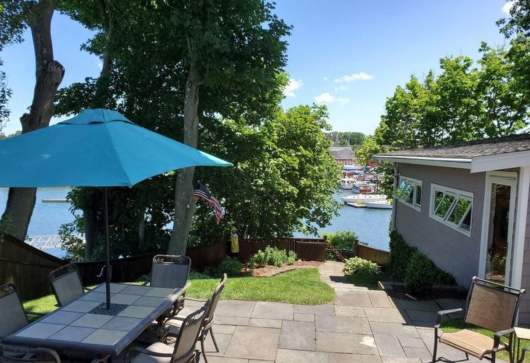 Riverside Retreat, Beverly